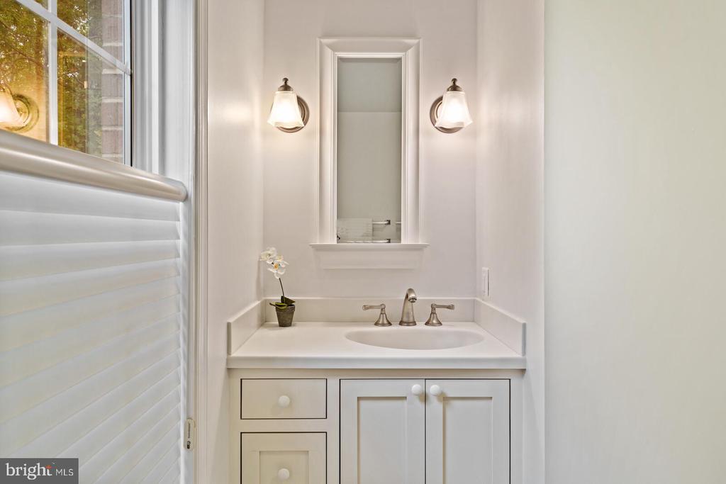 Ensuite Bathroom - 11644 SANDAL WOOD LN, MANASSAS
