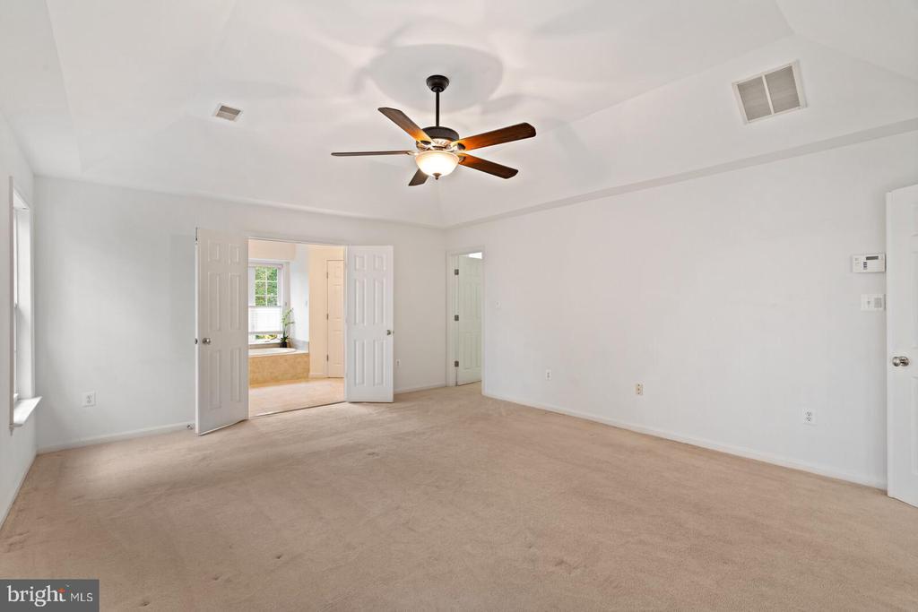Primary Bedroom with Large Walk In Closet - 11644 SANDAL WOOD LN, MANASSAS