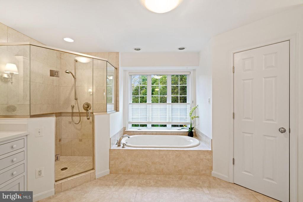 Primary Ensuite Bathroom - 11644 SANDAL WOOD LN, MANASSAS