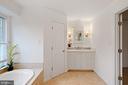 Toilet Closet & Soaking Tub - 11644 SANDAL WOOD LN, MANASSAS