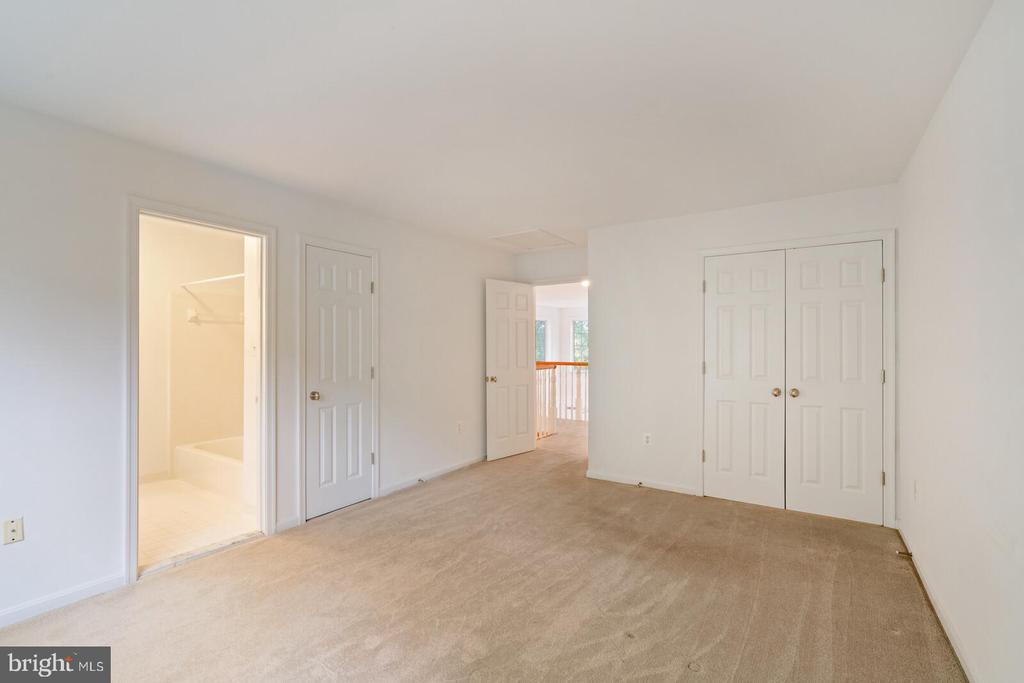 Secondary Bedroom #4 with bathroom - 11644 SANDAL WOOD LN, MANASSAS