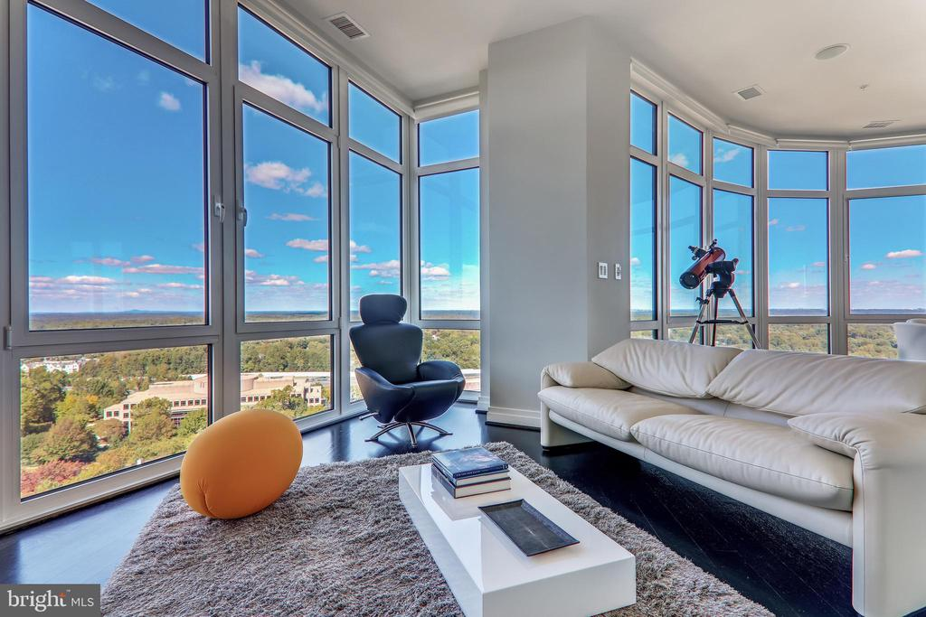 Tons of natural lights - 8220 CRESTWOOD HEIGHTS DR #1916, MCLEAN