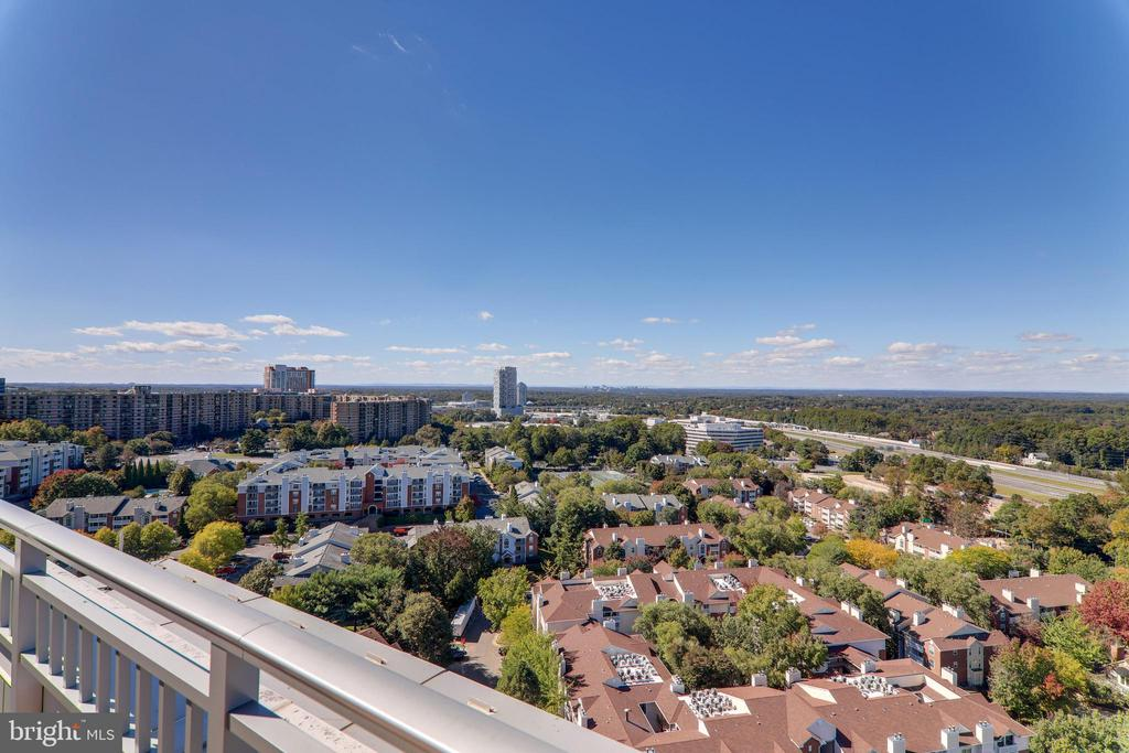 Soaring high above Virginia, Maryland and DC - 8220 CRESTWOOD HEIGHTS DR #1916, MCLEAN