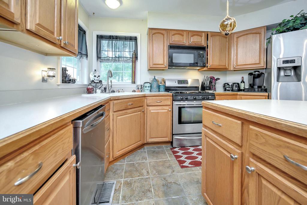 Kitchen - 10700 MELANIE LN, FREDERICKSBURG