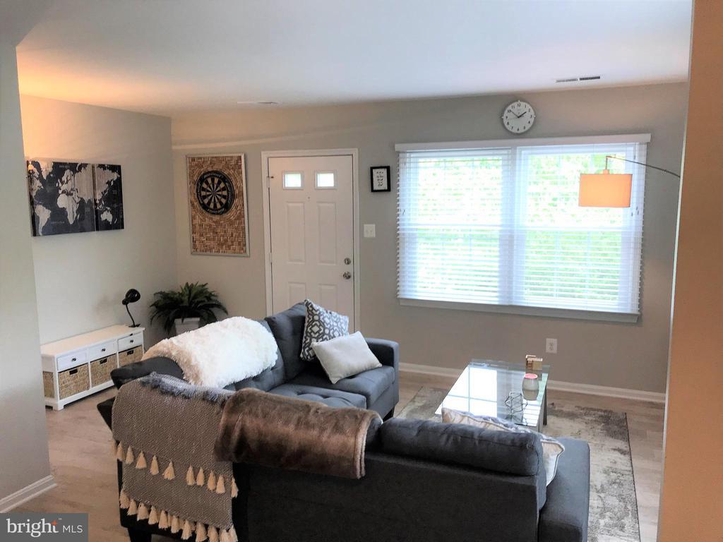 Living Room - 46 N BEDFORD ST #46B, ARLINGTON
