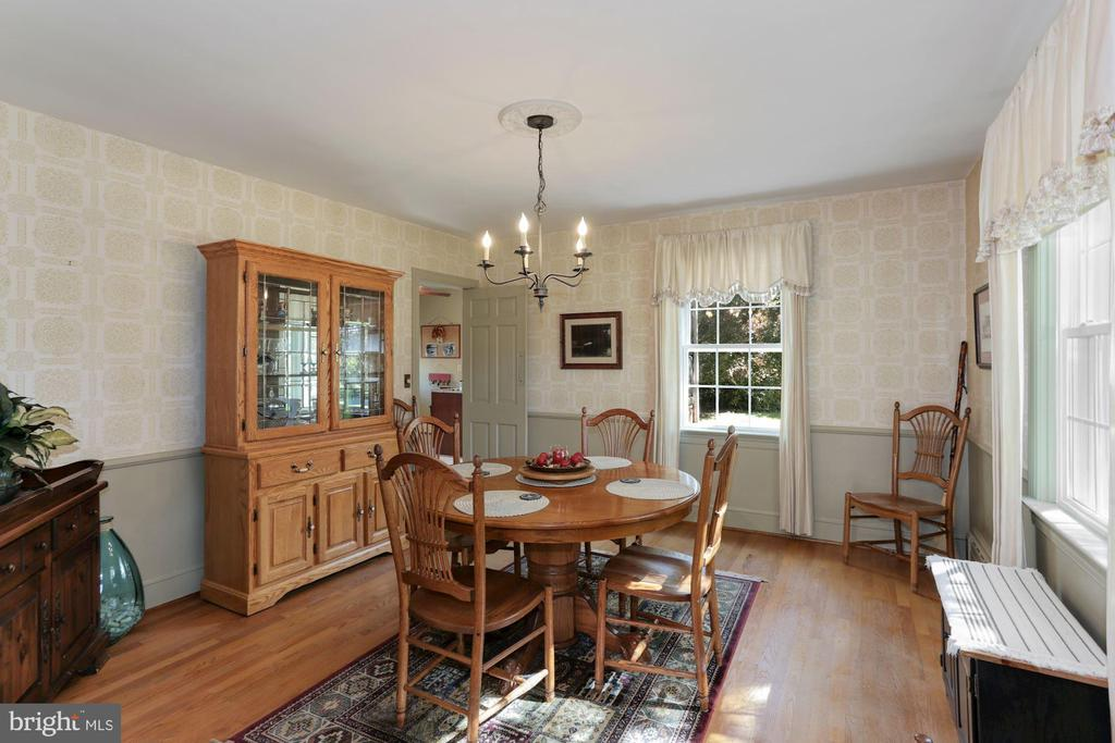 Large Dining room - 821 W MAIN ST, PURCELLVILLE