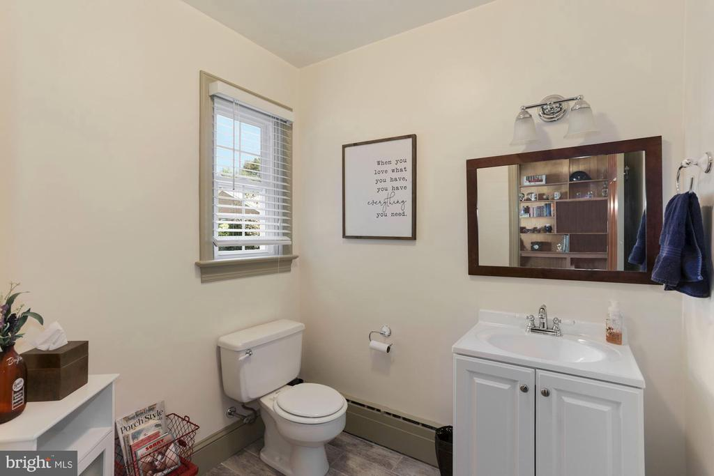 Half bath has plumbing for shower behind wall - 821 W MAIN ST, PURCELLVILLE