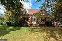 All brick Cape Cod with mature trees - 821 W MAIN ST, PURCELLVILLE