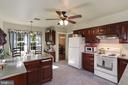 Bright open kitchen with granite counters - 821 W MAIN ST, PURCELLVILLE