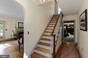 Entry foyer and hardwoods - 821 W MAIN ST, PURCELLVILLE