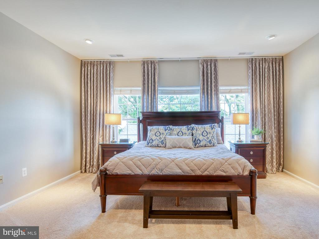 Relaxing peaceful master suite - 527 GENTLEWOOD SQ, PURCELLVILLE
