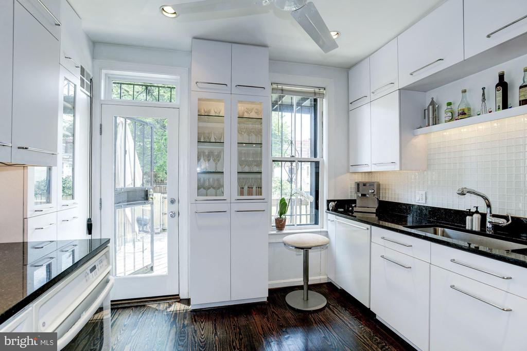 Main Level -  Kitchen - 1928 15TH ST NW, WASHINGTON