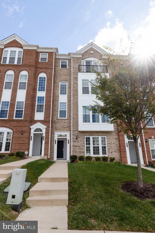 Beautiful 3 Bedroom, 2.5 Bath w/ 1 Car Garage - 42779 KEILLER TER, ASHBURN