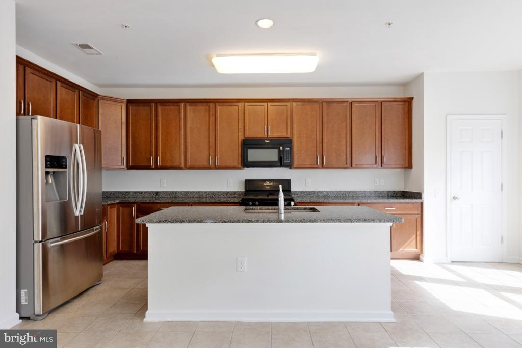 Gourmet Kitchen w/ Upgraded Cabinets - 42779 KEILLER TER, ASHBURN