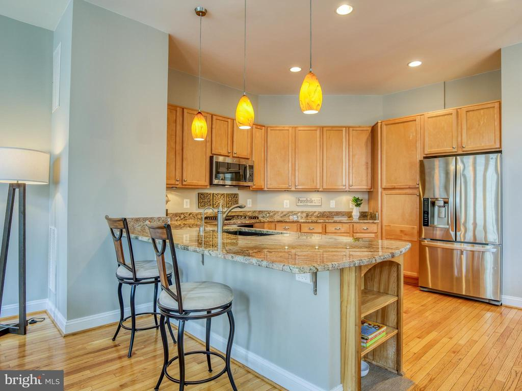 Room for everyone in the kitchen - 527 GENTLEWOOD SQ, PURCELLVILLE