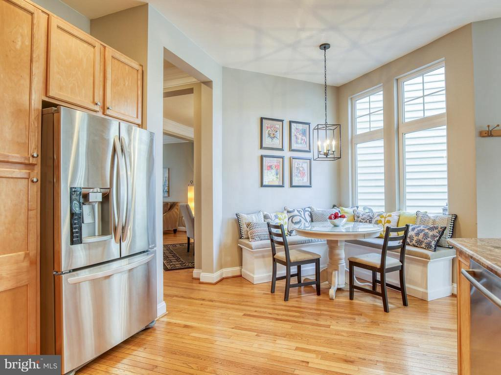 Lovely eat in kitchen - 527 GENTLEWOOD SQ, PURCELLVILLE