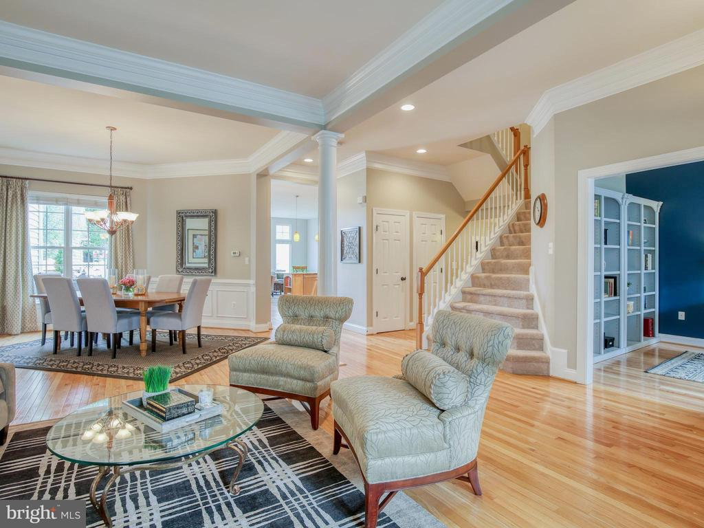 Open floor plan with so much natural light - 527 GENTLEWOOD SQ, PURCELLVILLE