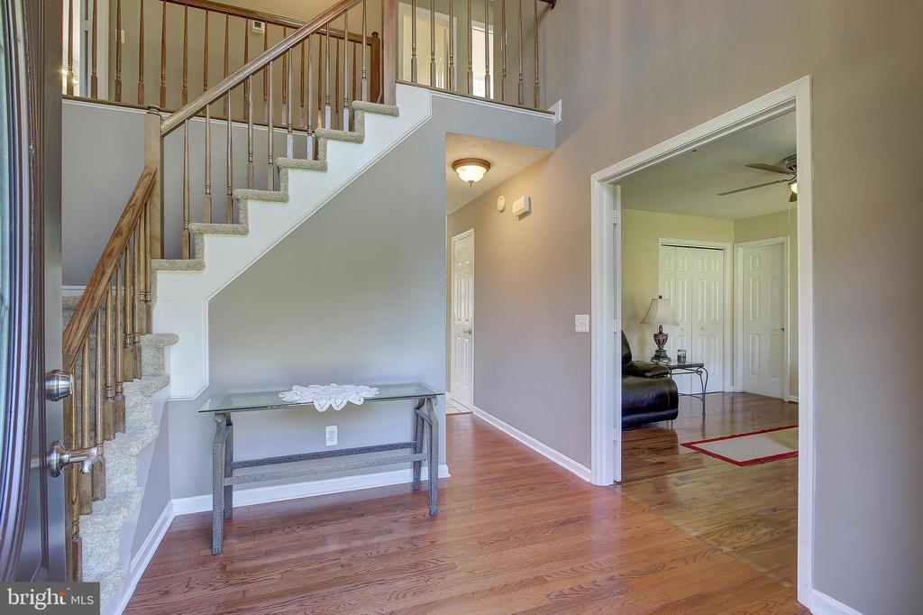 Foyer w/Hardwood Flooring and Two Story Ceilings - 8 LITTLE ROCKY RUN LN, STAFFORD