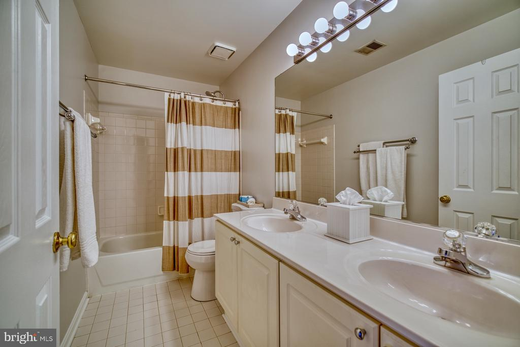 Second Full Bathroom - Upper Level - 14794 TRUITT FARM DR, CENTREVILLE