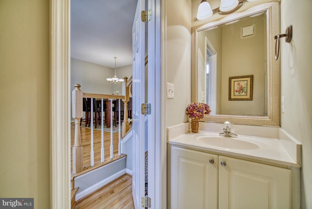 Half bath on Main Level - 14794 TRUITT FARM DR, CENTREVILLE