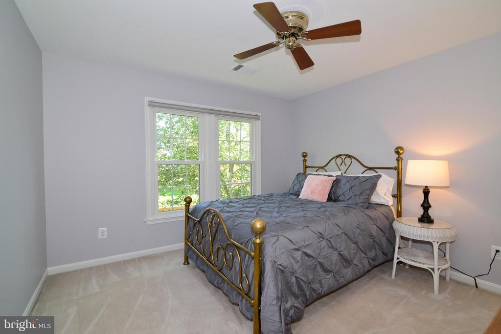Bedroom with window overlooking backyard - 915 SPRING KNOLL DR, HERNDON