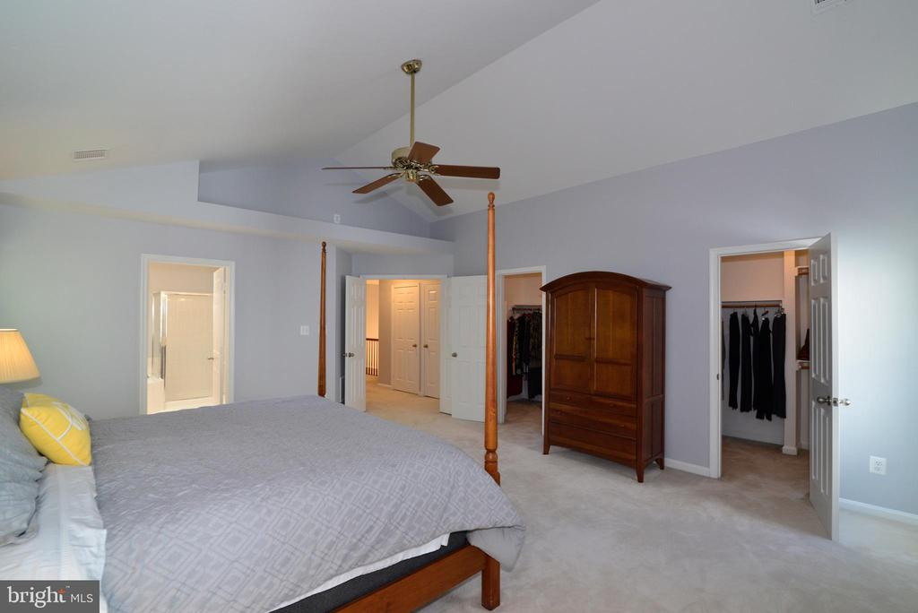 Master Bedroom  with his/her walk-in closets - 915 SPRING KNOLL DR, HERNDON