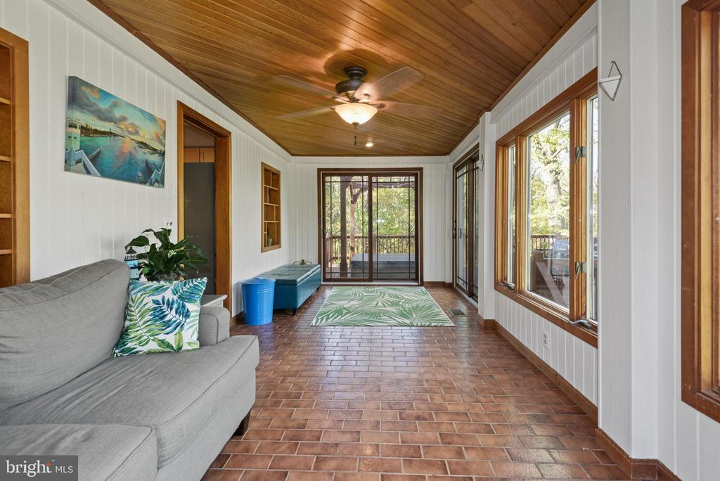 Open living area - 39852 THOMAS MILL RD, LEESBURG