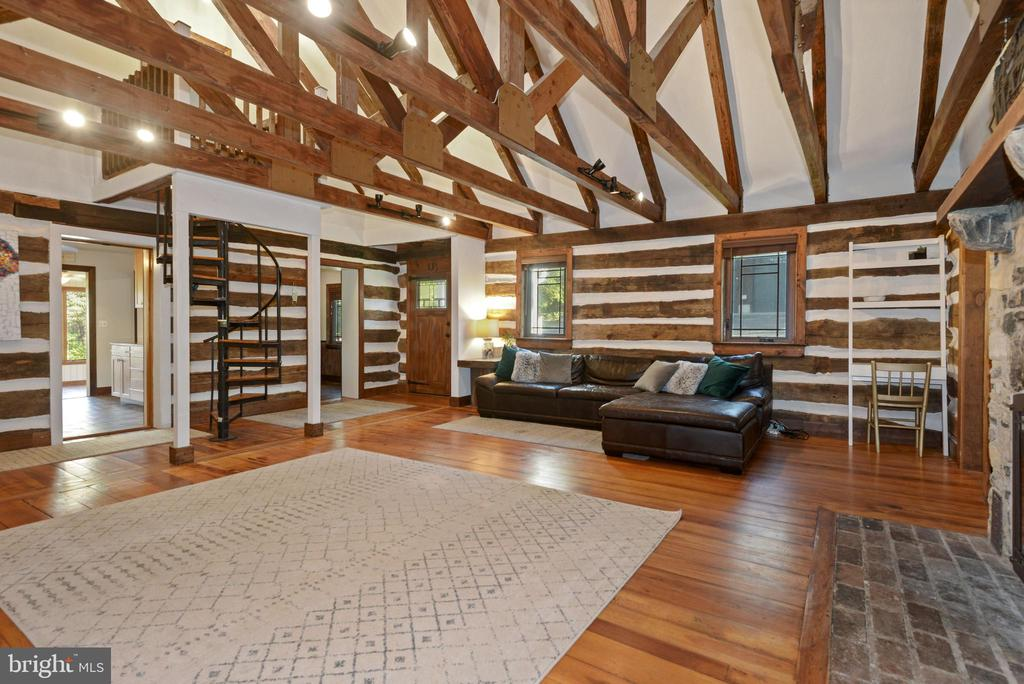 Open living room with exposed beams - 39852 THOMAS MILL RD, LEESBURG
