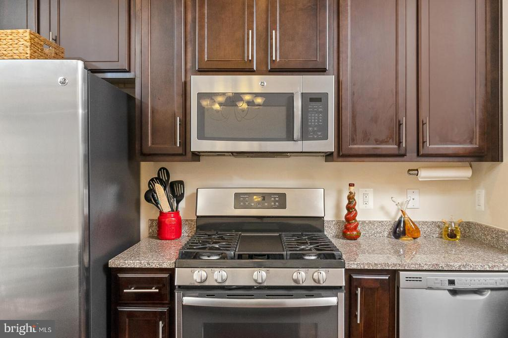 Stainless Steel Appliances - 4612 POTOMAC HIGHLANDS CIR, TRIANGLE
