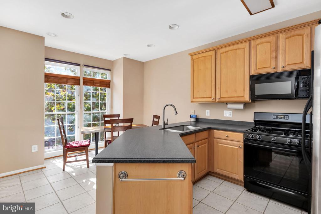 Large kitchen for all the friends and family - 4125 FAIRFAX CENTER CREEK DR, FAIRFAX