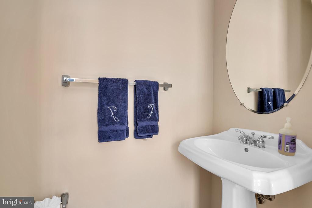 3rd full bath directly off the 3rd bedroom options - 4125 FAIRFAX CENTER CREEK DR, FAIRFAX