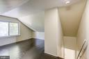 Upper Level Bedroom w/half bath and office space - 19125 WINDSOR RD, TRIANGLE