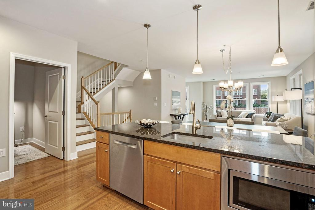 Granite and stainless kitchen - 1418 N RHODES ST #B113, ARLINGTON