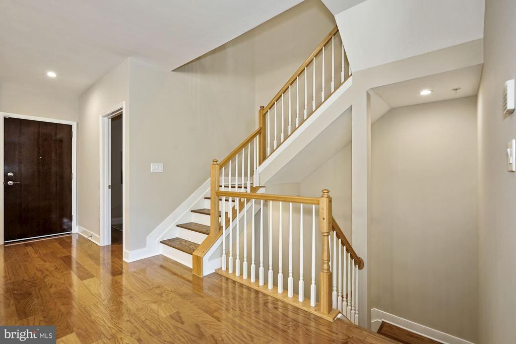 Main level walkway adjacent to two stairwells - 1418 N RHODES ST #B113, ARLINGTON