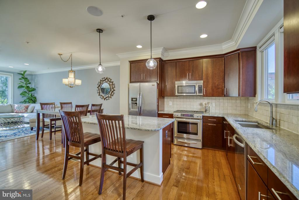 Stainless steel appliances and gorgeous backsplash - 2990 DISTRICT AVE, FAIRFAX
