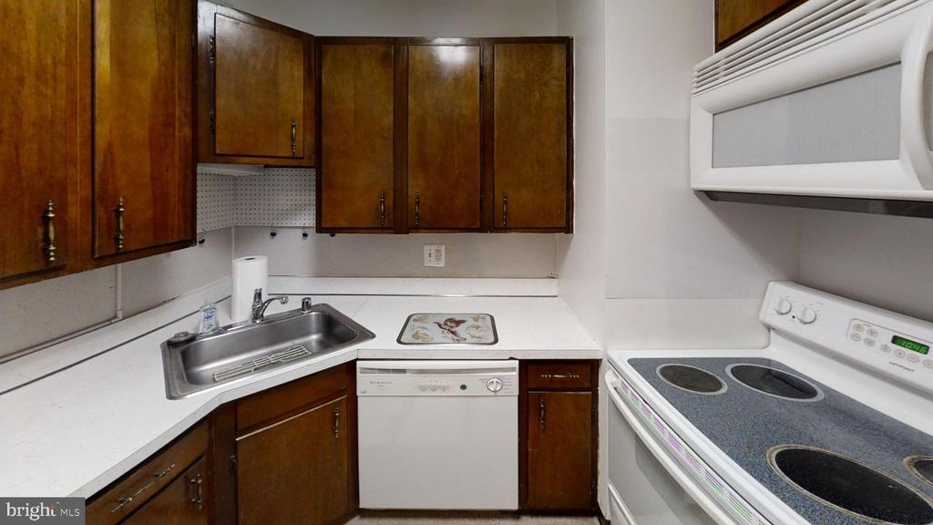 Kitchen - 161 N EMORY DR #8, STERLING
