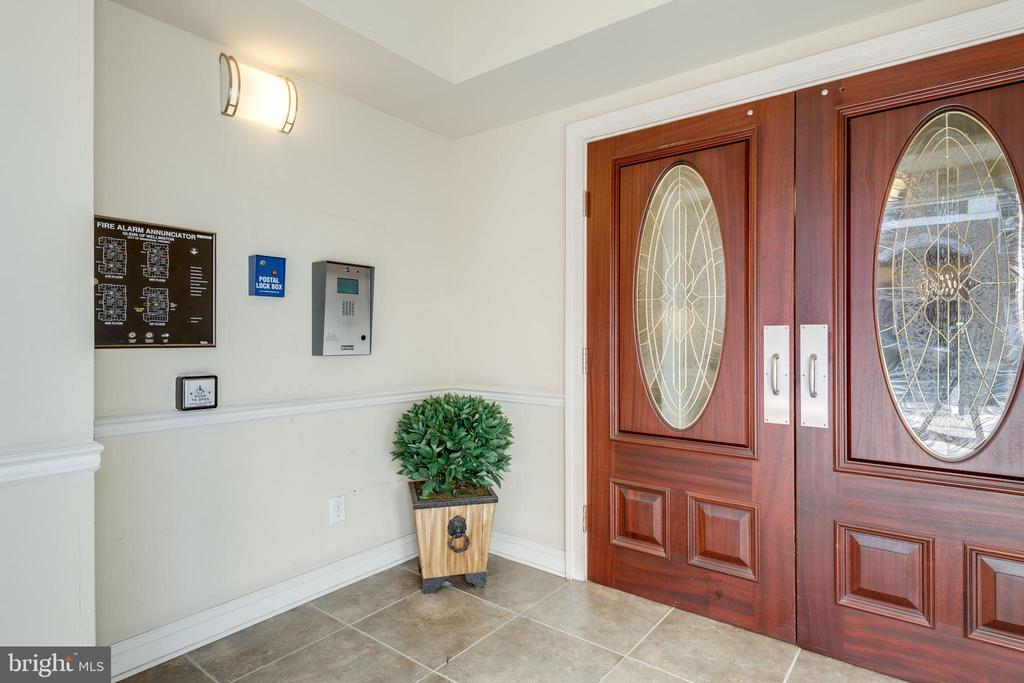 Secure building; controlled entry - 9202 CHARLESTON DR #301, MANASSAS