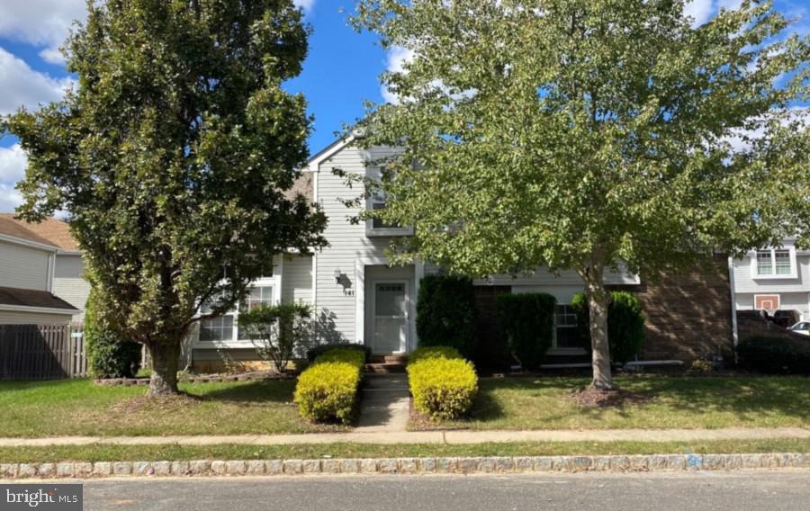 Single Family Homes für Verkauf beim Freehold, New Jersey 07728 Vereinigte Staaten