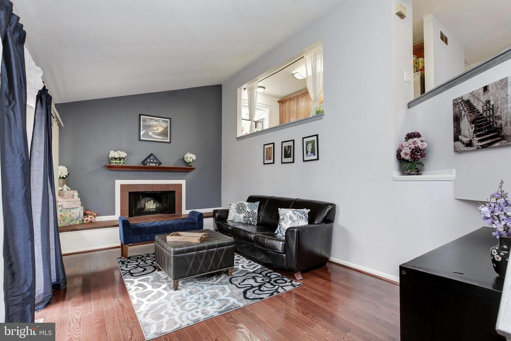 Beautiful floors and fireplace in livingroom - 6291 CENTRE STONE RING, COLUMBIA