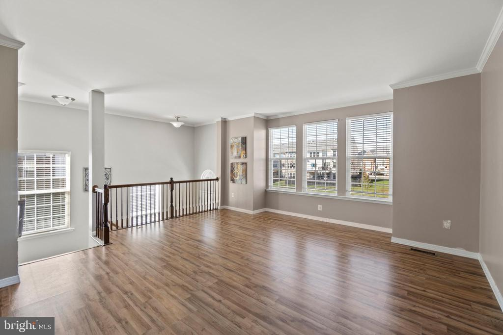 Spacious Family Room - 7 FLINT CT, STAFFORD
