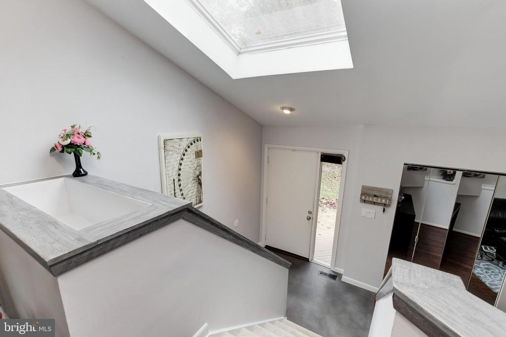 Large planter area in stairwell! Skylight above! - 6291 CENTRE STONE RING, COLUMBIA