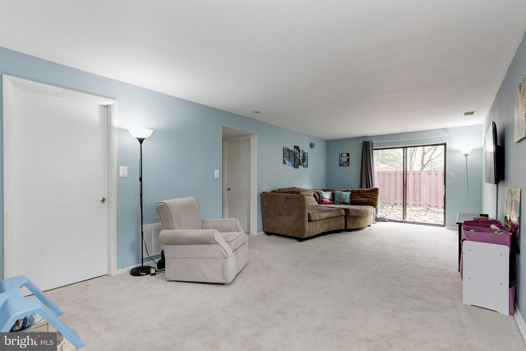 Spacious family room with walkout to deck - 6291 CENTRE STONE RING, COLUMBIA