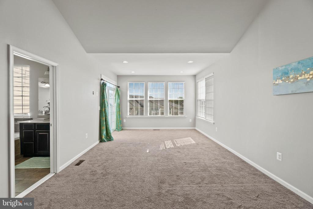 Spacious Master Bedroom with Sliding Glass Door - 7 FLINT CT, STAFFORD