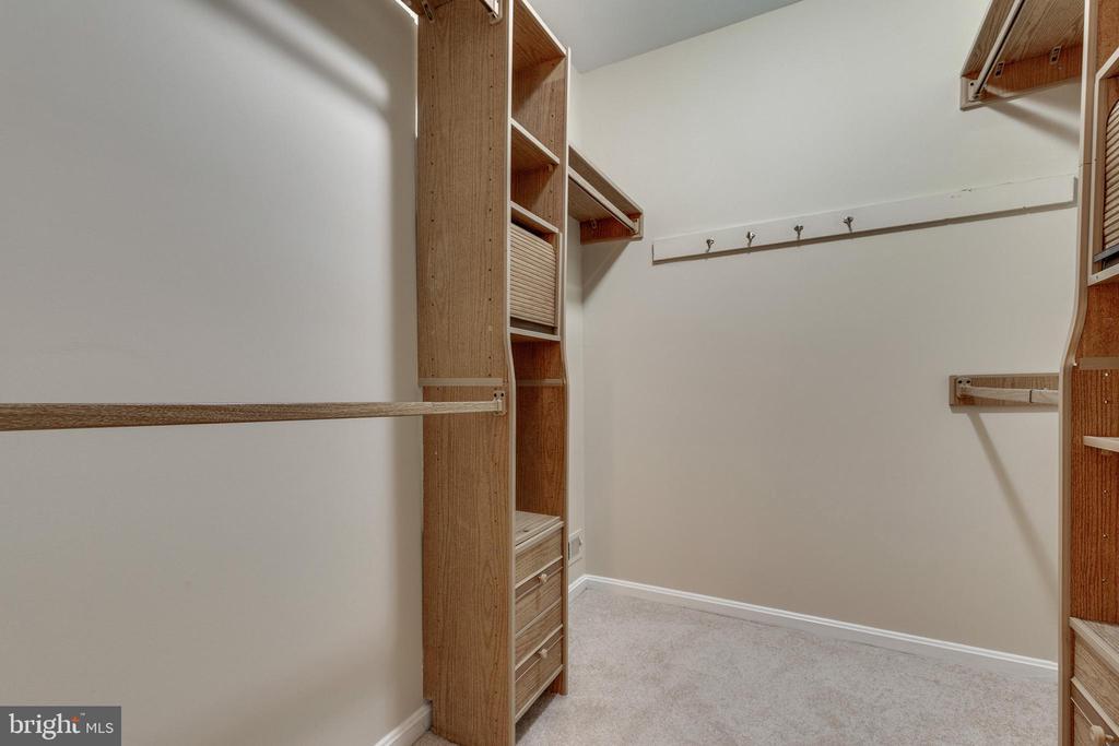 Primary bedroom walk-in closet - 9698 POINDEXTER CT, BURKE