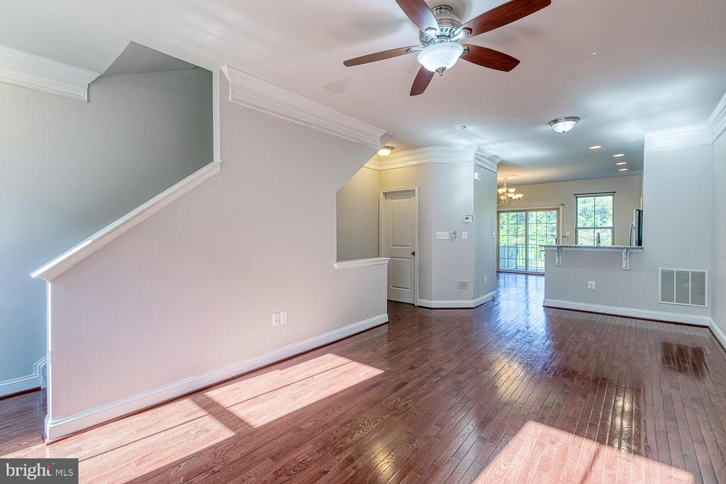 Open floor plan  with 9 ft. ceilings - 4530 POTOMAC HIGHLANDS CIR, TRIANGLE