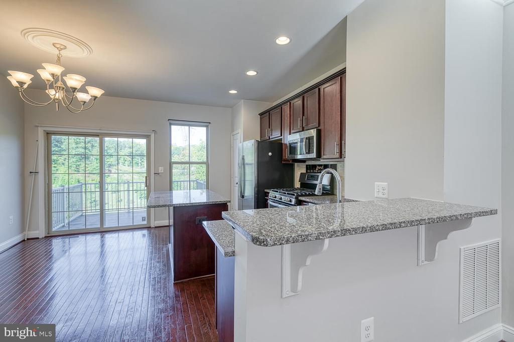 Kitchen opens to main level - 4530 POTOMAC HIGHLANDS CIR, TRIANGLE