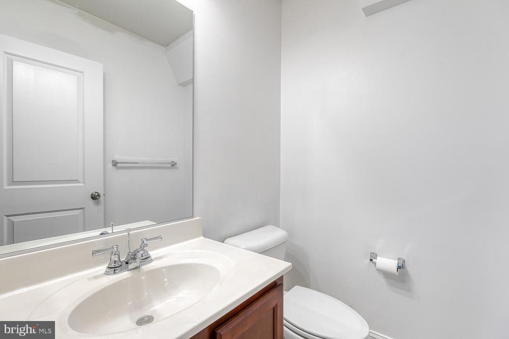 1/2 bath on walk in level / basement - 4530 POTOMAC HIGHLANDS CIR, TRIANGLE