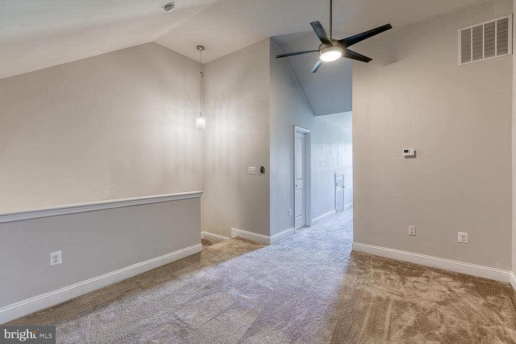 Master bedroom with private bath - 4530 POTOMAC HIGHLANDS CIR, TRIANGLE
