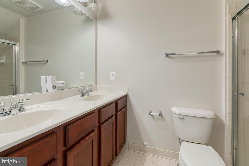 Dual Sinks and walk in shower - 4530 POTOMAC HIGHLANDS CIR, TRIANGLE