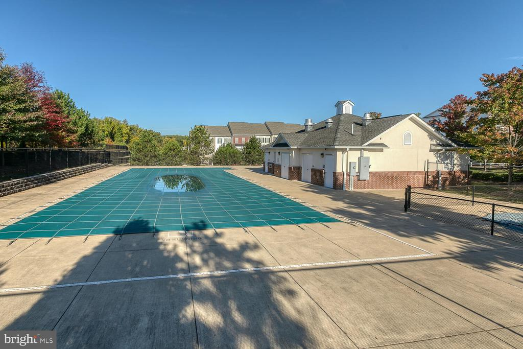 in ground pool - community - 4530 POTOMAC HIGHLANDS CIR, TRIANGLE